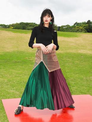 ブラック シースルーオーバースカート UN3D.を見る