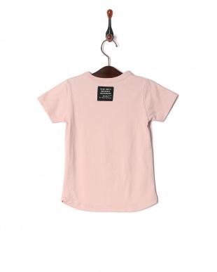 ピンク ラウンドTシャツを見る