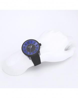 時計を見る