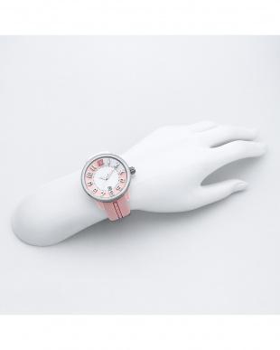 ピンク 腕時計を見る