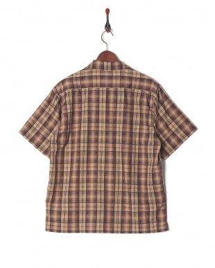 ベージュ チェックシャツを見る