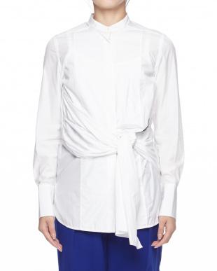 白 シャツを見る