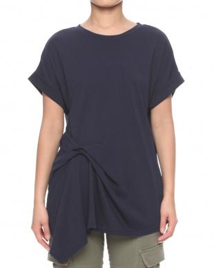 ネイビー 綿100%Tシャツを見る