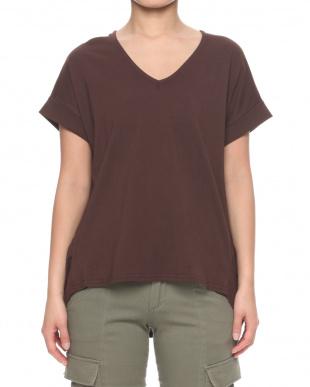ブラウン 綿100%Tシャツを見る
