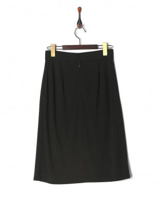 黒 トリアセドライポンチスカートを見る
