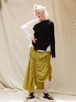 イエロー テープギャザースカート UN3D.を見る