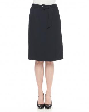 ベージュ 共ベルト付きタイトスカートを見る