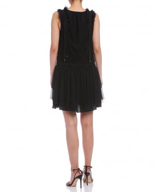 ブラック チュールフリル ギャザー ノースリーブドレスを見る