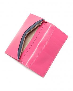 ピンク エンボスレザー 長財布を見る