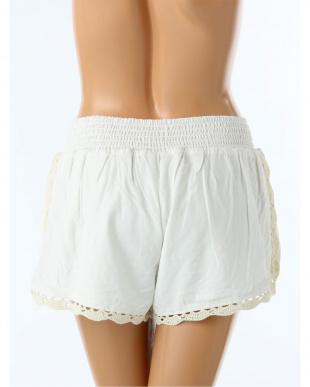 ホワイト  サイドかぎ編みショートパンツを見る