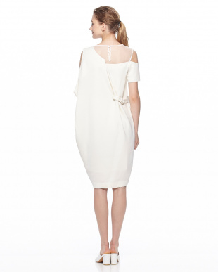 ホワイト レイヤードドレープドレスを見る