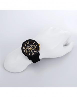 ブラック GULLIVER 腕時計を見る