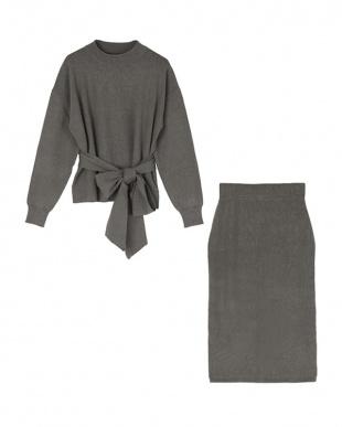 チャコール リボン付ニット×タイトスカートセットアップを見る