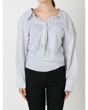 ホワイト ツイストウエストマークシャツ EMODAを見る