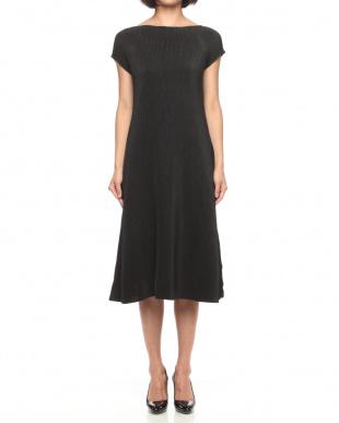 09ブラック シャトルプリーツ Aラインロングドレスを見る