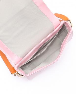 ピンク ショルダーバッグを見る