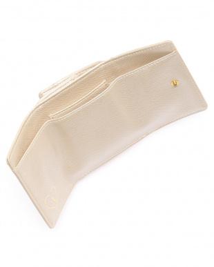 シャイニーベージュ 三つ折り財布を見る