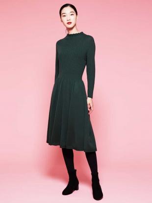 グリーン ウールリブデザインニットドレス Sybilla を見る