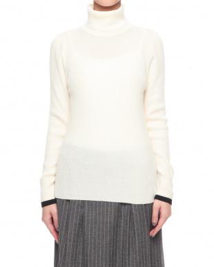 オフホワイト セーターを見る
