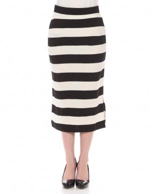 WHITE×BLACK スカートを見る