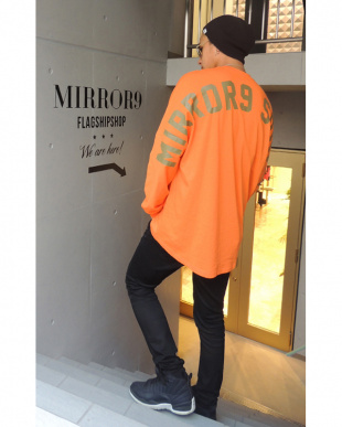 オレンジ  MIRROR9 SQUAD Long Tshirtsを見る
