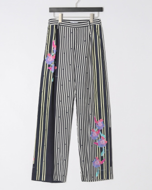 NAVY EMBROIDERED STRIPED FLW PANTSを見る