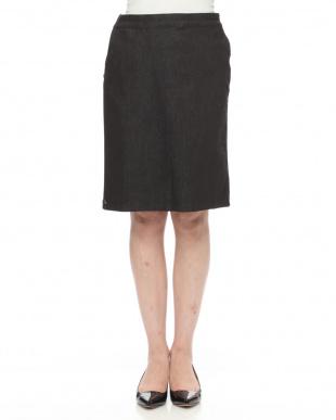 98/無彩色I(ブラック) スタッズアクセントデニムスカートを見る