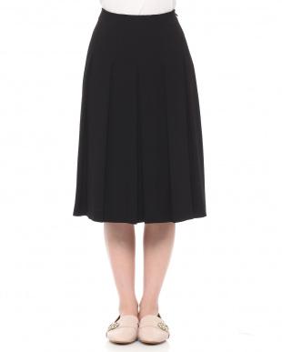 黒  バックサテンスカートを見る