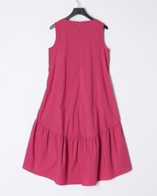 ラズベリー ノースリーブVネックドレスを見る