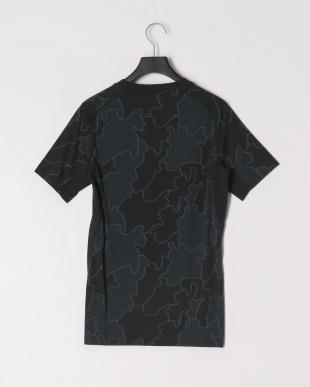 BKGF スキンフィットシャツを見る