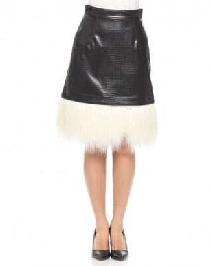BLACK FAUX FUR TRIMMED FAUX LEATHER MINI SKIRTを見る