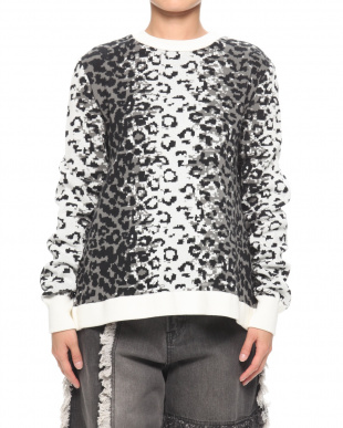 GREY LEOPARD CREW NECK JUMPERを見る