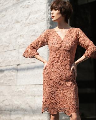 アイボリー レースフレアスリーブドレスを見る