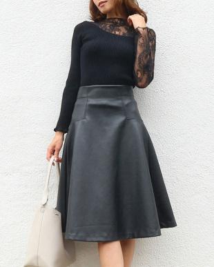 ブラック レザーフレアスカートを見る
