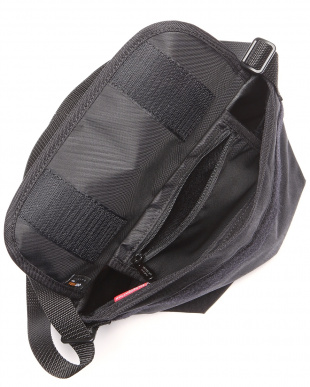 BLK/WHT Carey Casual Messenger Bagを見る