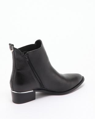 ブラック 靴を見る