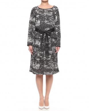 59ブラックグレー 総柄プリント 鹿の子ニットジャージー パイピング ラグランサックドレス(ポケット・サッシュベルト付き)を見る