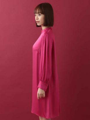 ピンク 【ドラマ着用】ロングスリーブサテンドレス TARA JARMONを見る