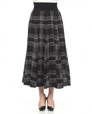 ブラック チェックロングスカートを見る