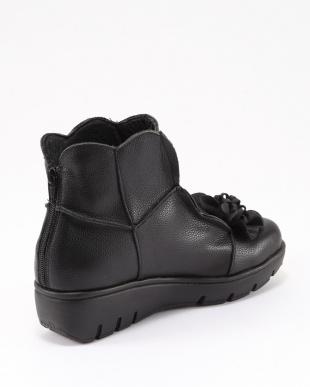 ブラック フラワーモチーフショートブーツを見る
