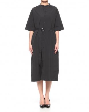 ブラック ベルト付バンドカラーシャツドレスを見る