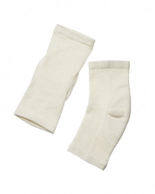 オフホワイト シルクかかと美容サポーター(保湿シート付き)2足セットを見る