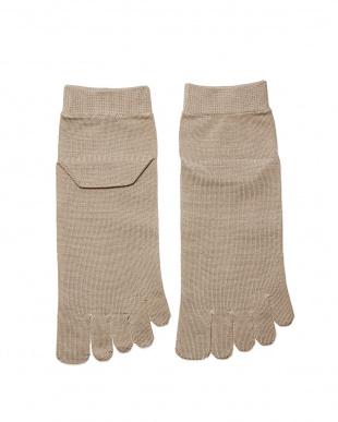 ベージュ 重ね履きに最適!シルク薄手の5本指インナーソックスSサイズ2足セットを見る