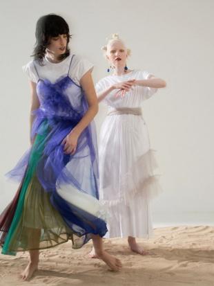 ブルー シアーフリルスカート UN3D.を見る