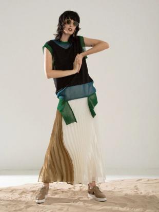 パープル オリガミプリーツオーガンジーバイカラースカート UN3D.を見る