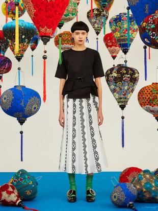 ホワイト エスニックストライプオリガミスカート UN3D.を見る