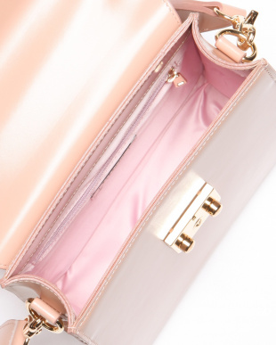 PINK square leather bagを見る