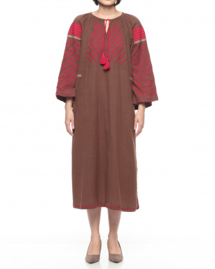 RED TASSEL EMBROIDERY DRESSを見る