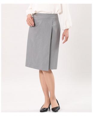 チャコールグレー3 ピンストライプラップスカート INEDを見る