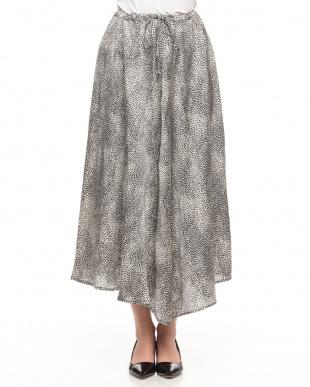 ブラック/ホワイト アニマルプリント ロングフレアースカートを見る